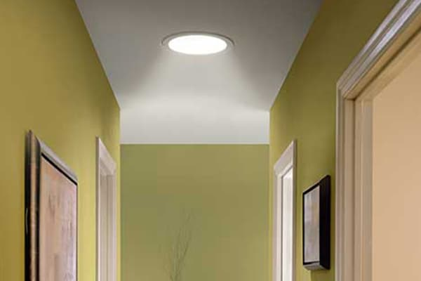 Velux sun tunnel velux sun tunnel tlr 014 flat roof sun for Sun tunnel blackout shade